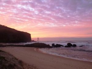 Redhead beach pink morning 25-05-15